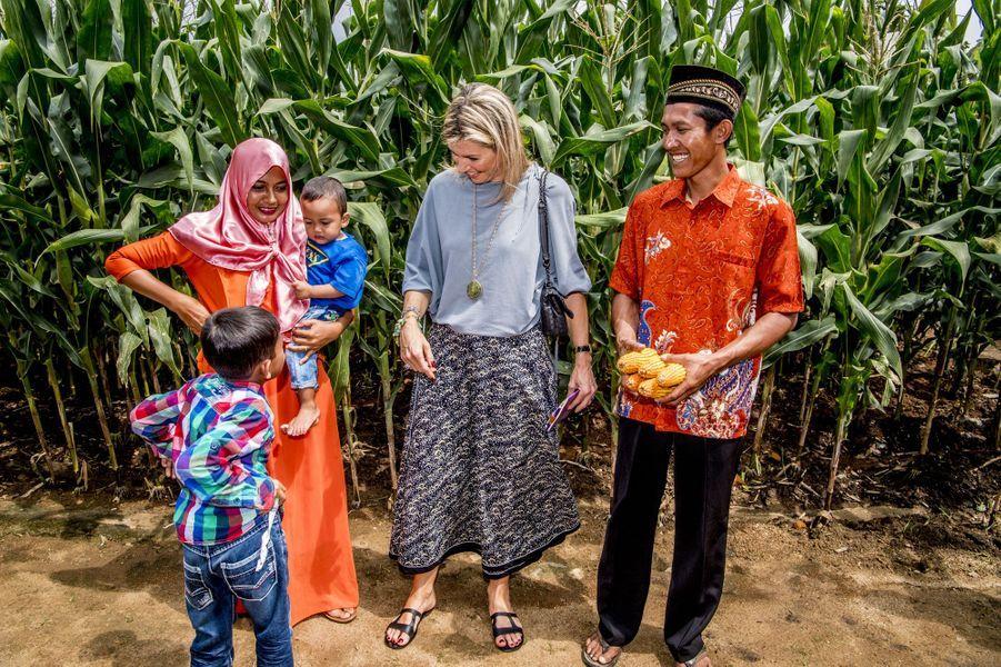 La reine Maxima des Pays-Bas sur l'île de Sumatra en Indonésie, le 12 février 2018