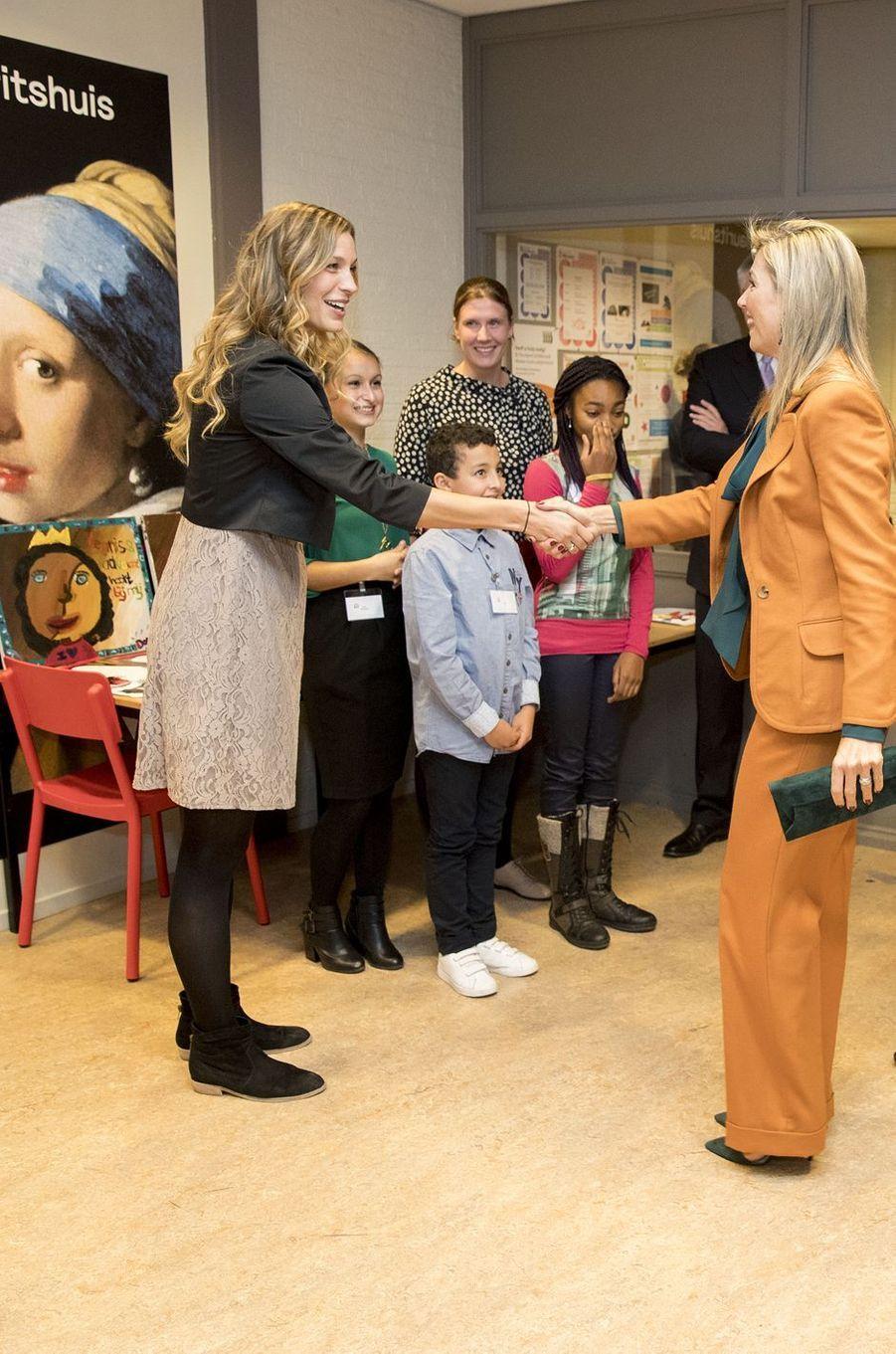 La reine Maxima des Pays-Bas dans une maison de quartier à La Haye, le 17 novembre 2016