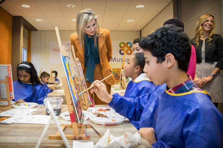 Maxima dans le quartier des peintres à La Haye
