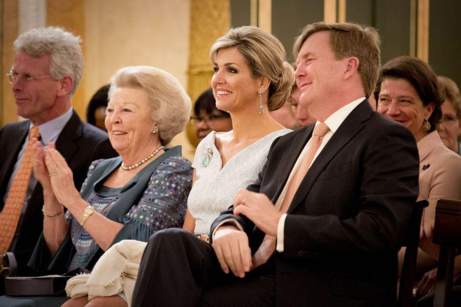 La reine Maxima avec le roi Willem-Alexander et la princesse Beatrix des Pays-Bas à La Haye, le 26 mai 2016