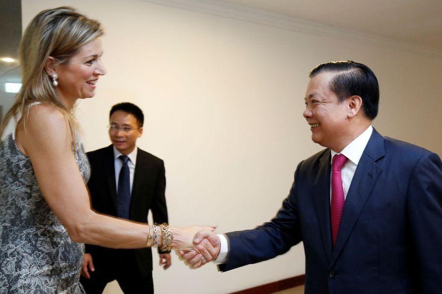 La reine Maxima des Pays-Bas avec le ministre des Finances vietnamien à Hanoï, le 1er juin 2017