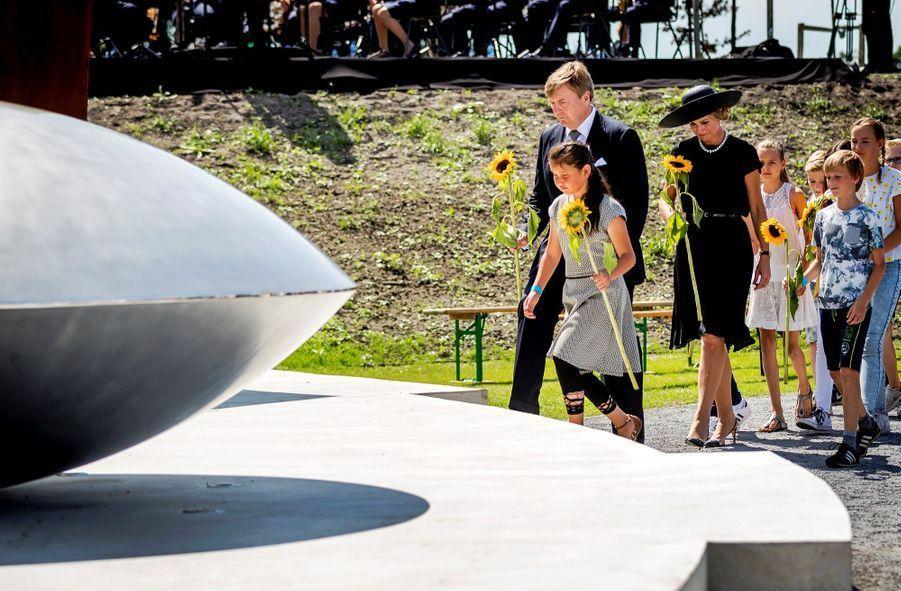 Maxima Et Willem Alexander À L'inauguration D'un Mémorial Pour Les Victimes Du Crash Du Vol MH17 De La Malaysia Airlines 10