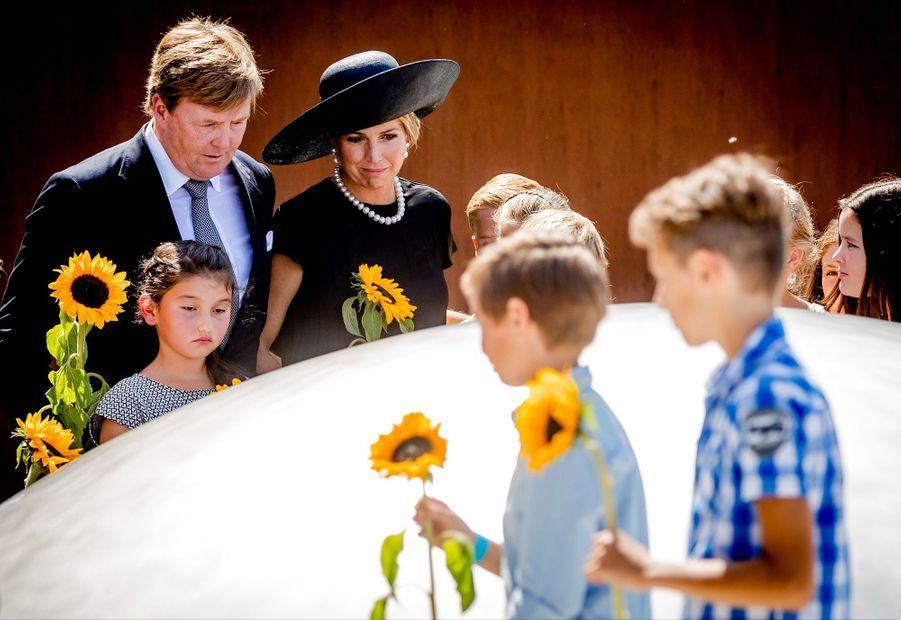 Maxima Et Willem Alexander À L'inauguration D'un Mémorial Pour Les Victimes Du Crash Du Vol MH17 De La Malaysia Airlines 14