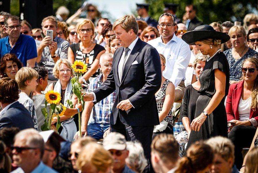 Maxima Et Willem Alexander À L'inauguration D'un Mémorial Pour Les Victimes Du Crash Du Vol MH17 De La Malaysia Airlines 4