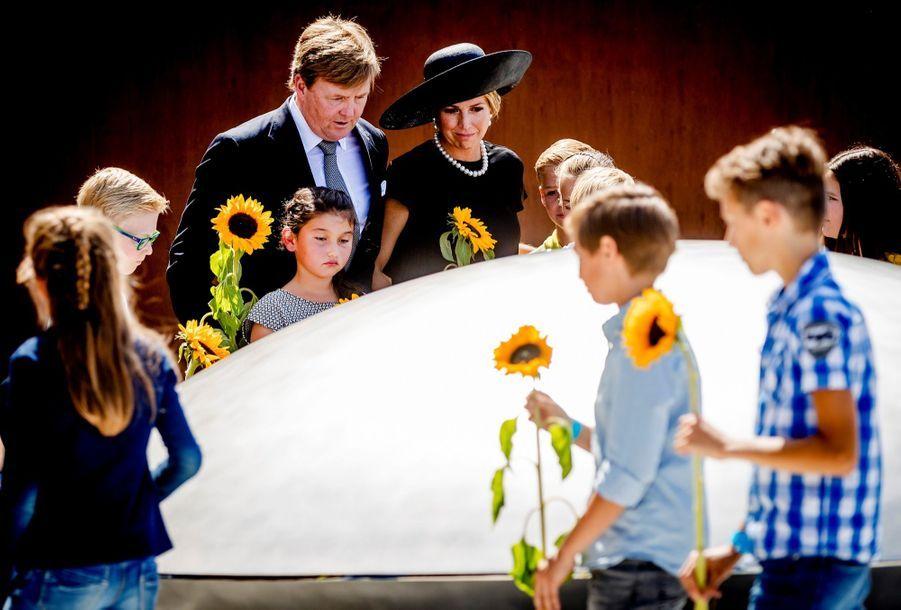 Maxima Et Willem Alexander À L'inauguration D'un Mémorial Pour Les Victimes Du Crash Du Vol MH17 De La Malaysia Airlines 6