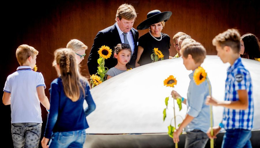 Maxima Et Willem Alexander À L'inauguration D'un Mémorial Pour Les Victimes Du Crash Du Vol MH17 De La Malaysia Airlines 8