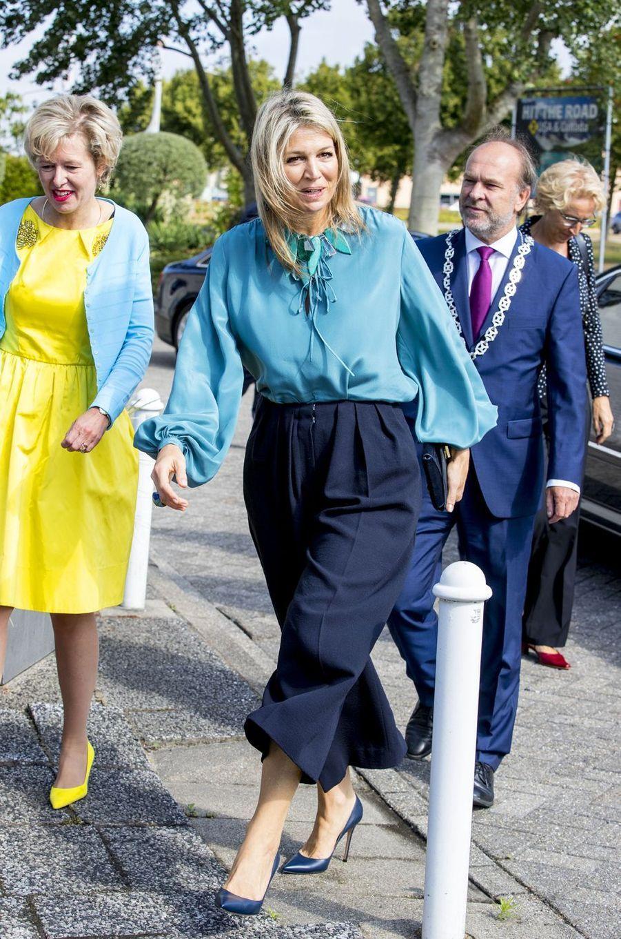 La reine Maxima des Pays-Bas en total look bleu à Heerhugowaard, le 12 juillet 2018