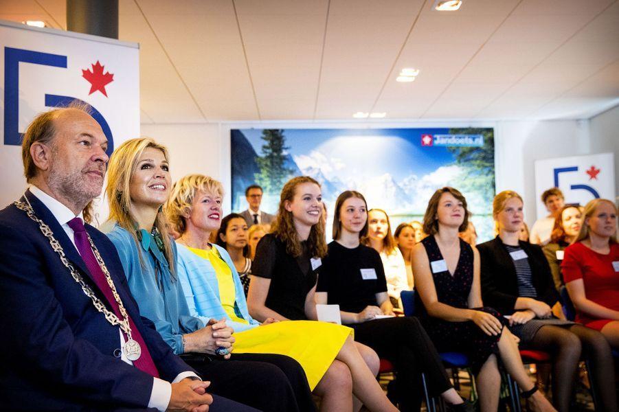La reine Maxima des Pays-Bas en visite à la Young Lady Business Academy à Heerhugowaard, le 12 juillet 2018