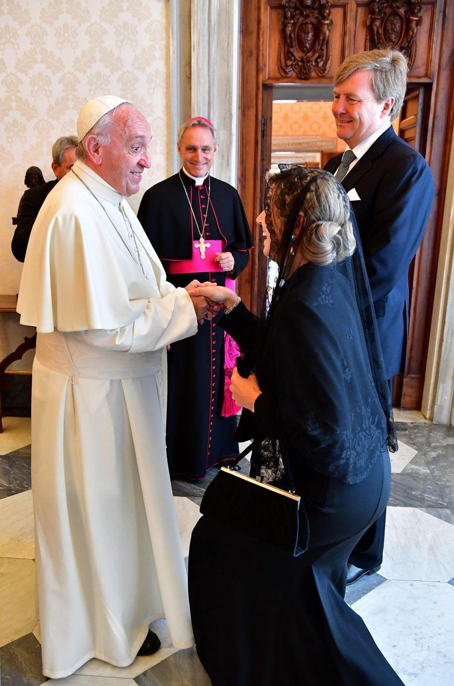 La reine Maxima et le roi Willem-Alexander des Pays-Bas avec le pape François au Vatican, le 22 juin 2017