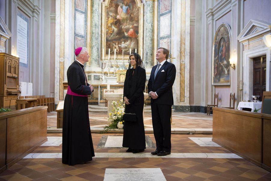 La reine Maxima des Pays-Bas dans l'église des Frisons au Vatican, le 22 juin 2017