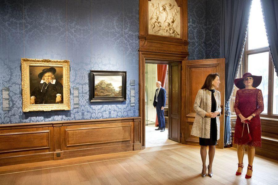 La reine Maxima des Pays-Bas inaugure une exposition au Mauritshuis à La Haye, le 4 octobre 2017