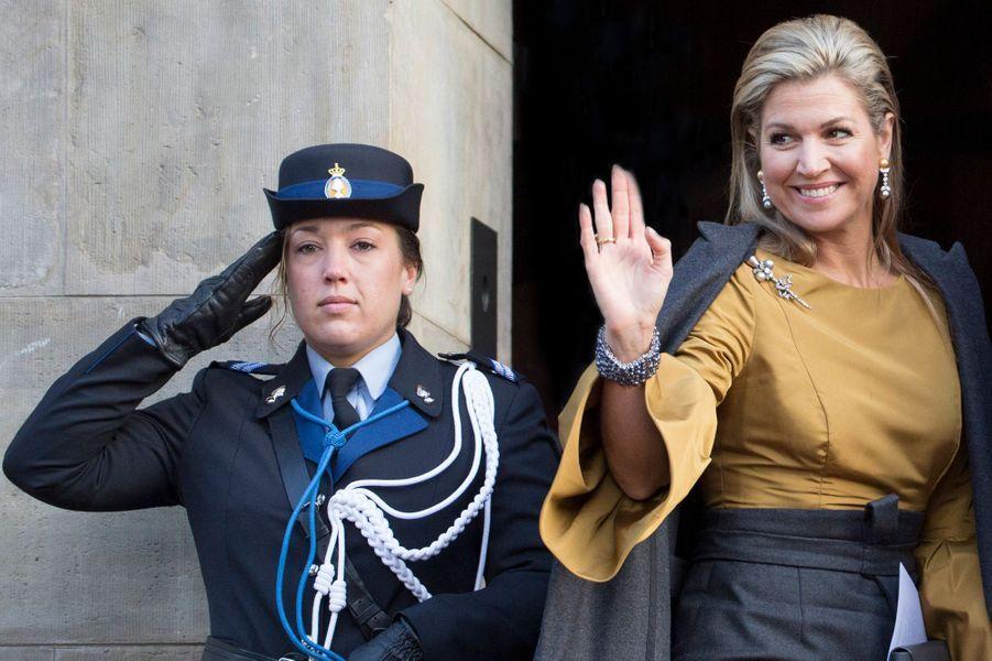 La reine Maxima des Pays-Bas devant le Palais royal à Amsterdam, le 17 janvier 2017