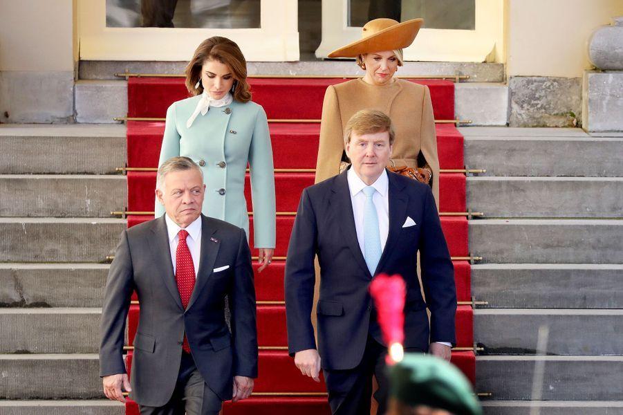 Les rois Abdallah II de Jordanie et Willem-Alexander des Pays-Bas et leurs épouses les reines Rania et Maxima à La Haye, le 20 mars 2018