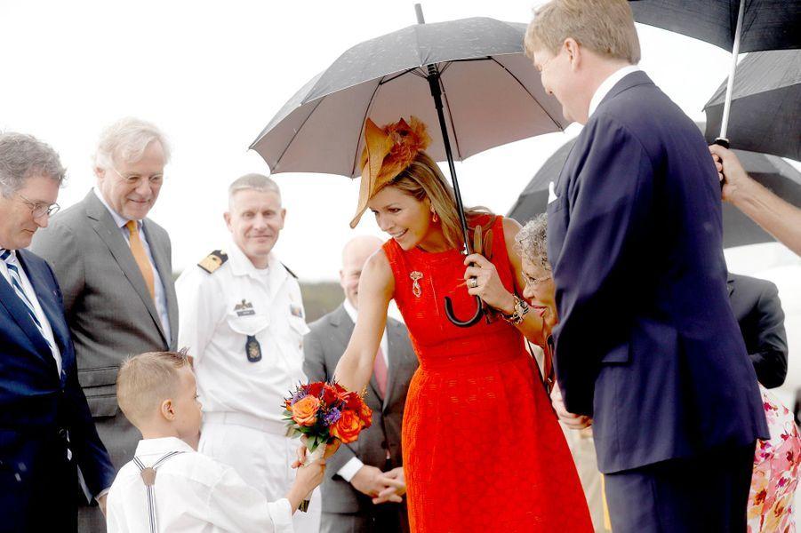 La reine Maxima et le roi Willem-Alexander des Pays-Bas à l'aéroport Hato à Willemstad sur l'île de Curaçao, le 1er juillet 2018