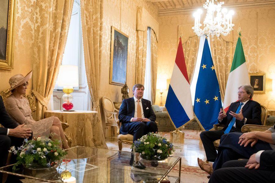 Le roi Willem-Alexander et la reine Maxima des Pays-Bas avec Paolo Gentiloni à Rome, le 20 juin 2017