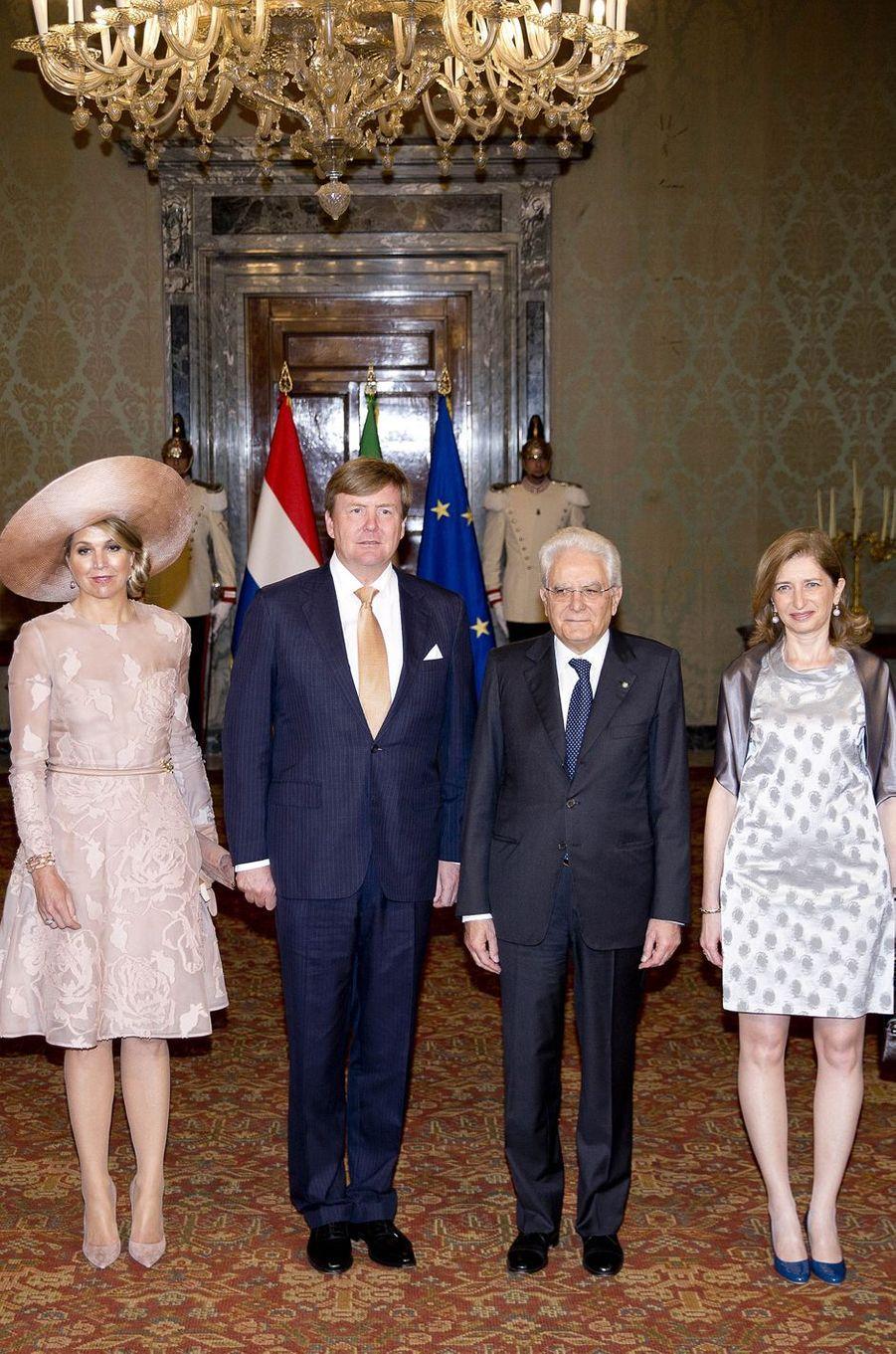 La reine Maxima et le roi Willem-Alexander des Pays-Bas avec le président italien Sergio Mattarella et sa fille Laura à Rome, le 20 juin 2017