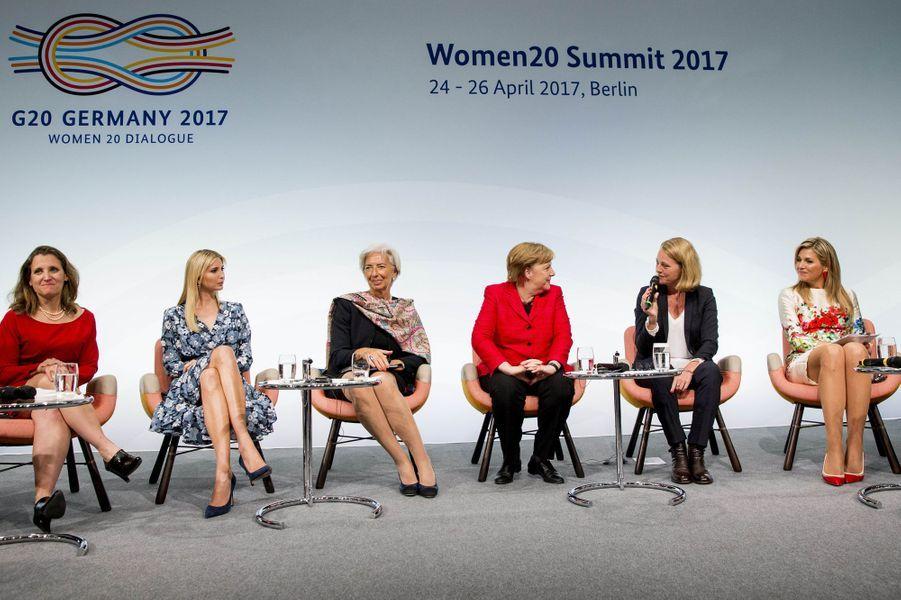 La reine Maxima des Pays-Bas avec Chrystia Freeland, Ivanka Trump, Christine Lagarde et Angela Merkel à Berlin, le 25 avril 2017