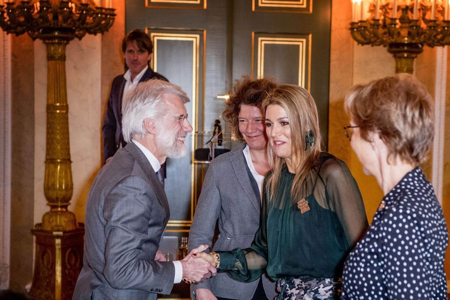 La reine Maxima des Pays-Bas avec le professeur Erik Scherder à La Haye, le 22 mars 2017