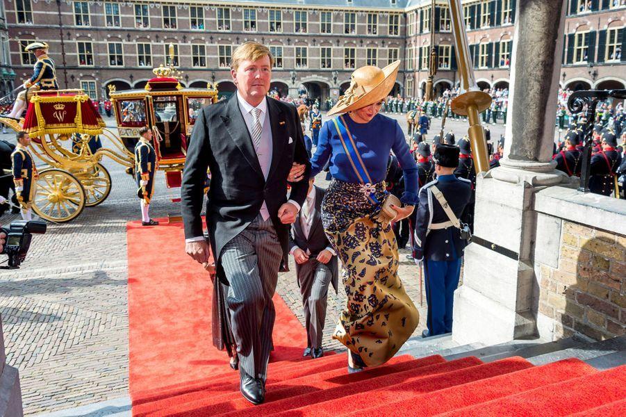 Maxima illumine le Prinsjesdag dans sa robe bleue et or