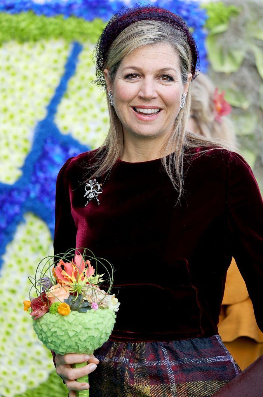 La reine Maxima des Pays-Bas et son bouquet original à Westland, le 7 mars 2018