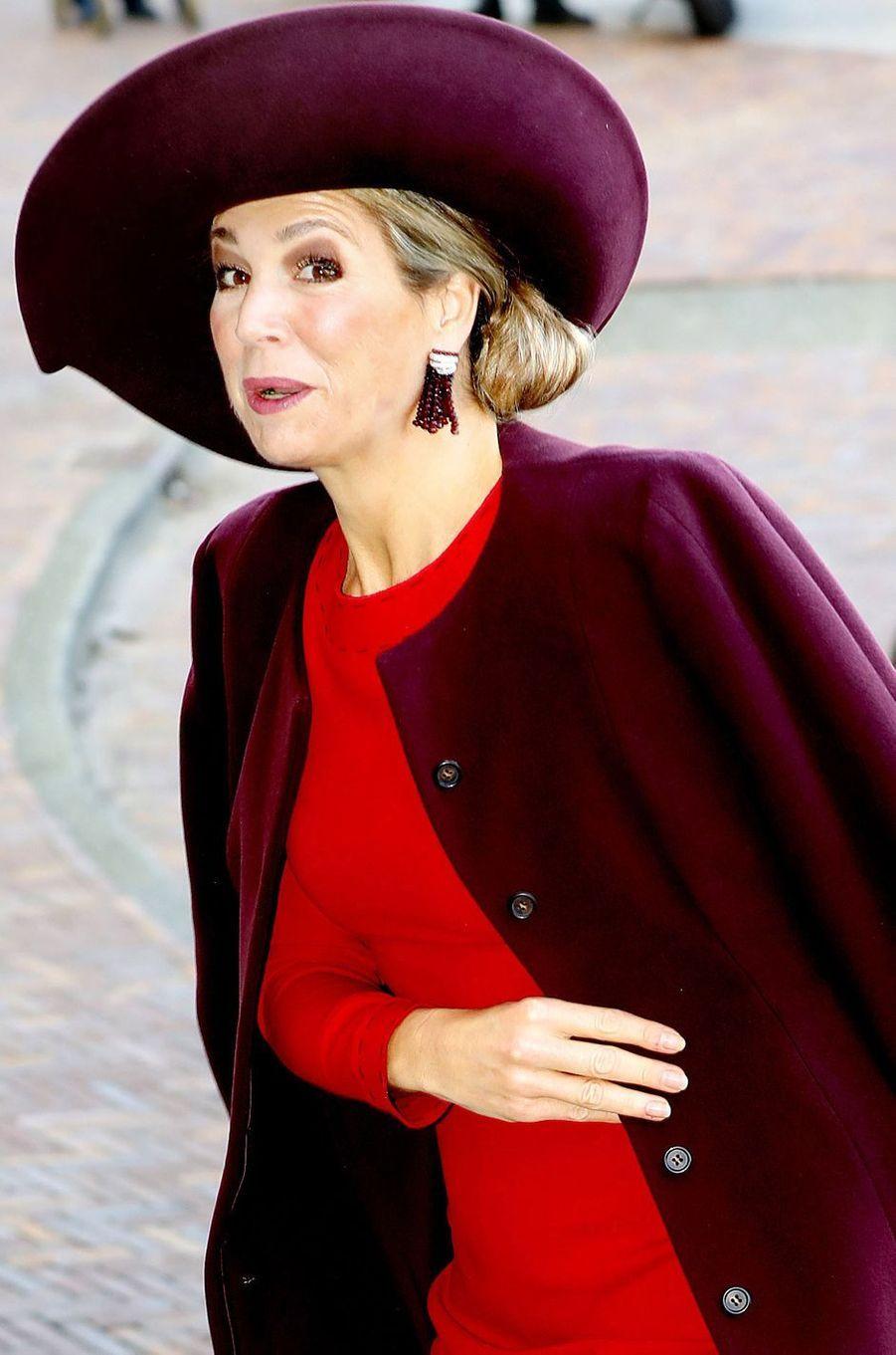 La reine Maxima des Pays-Bas dans un look bicolore à Amsterdam, le 5 février 2018