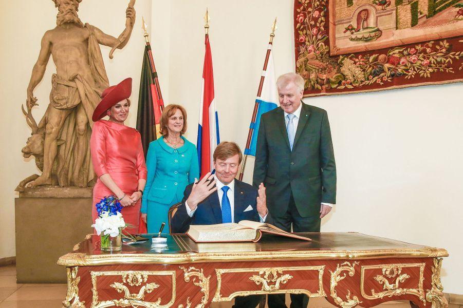 La reine Maxima et le roi Wilem-Alexander des Pays-Bas avec Horst et Karin Seehofer à Munich, le 13 avril 2016