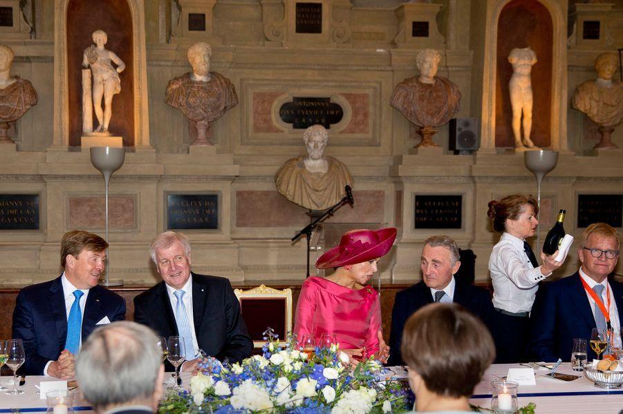 La reine Maxima et le roi Wilem-Alexander des Pays-Bas avec Horst Seehofer à Munich, le 13 avril 2016
