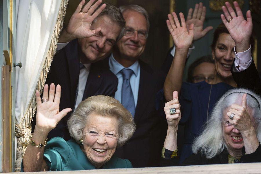 La princesse Beatrix des Pays-Bas à une fenêtre du Cabinet du roi à La Haye, le 19 septembre 2017