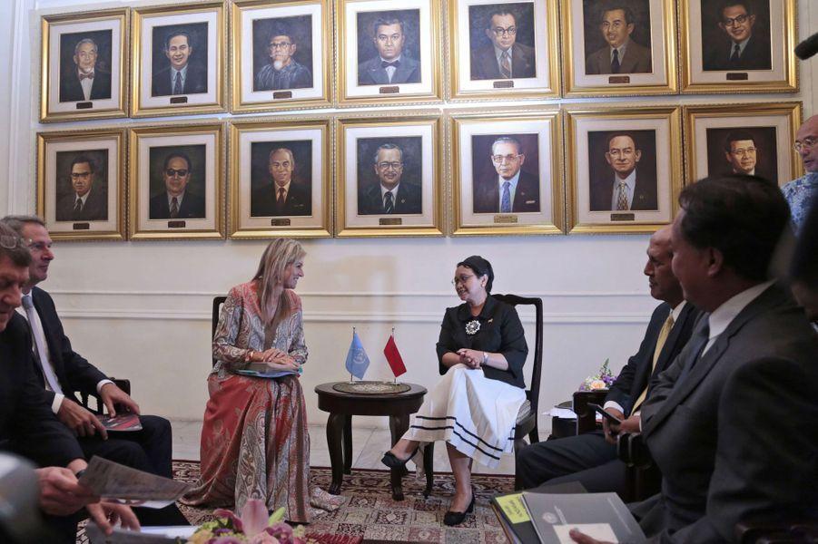 La reine Maxima des Pays-Bas avec la ministre indonésienne des Affaires Etrangères à Jakarta, le 30 août 2016