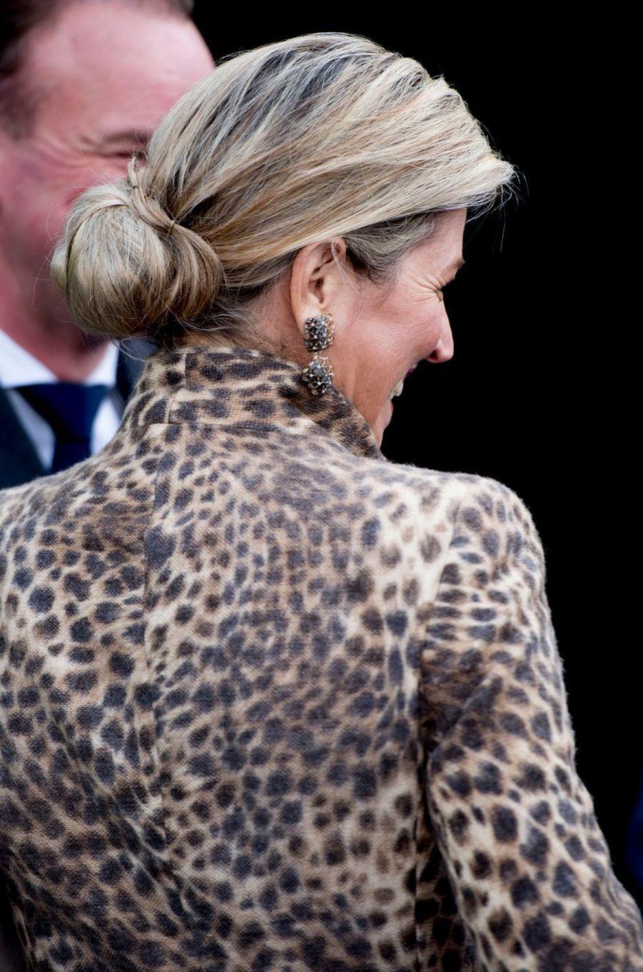 Le chignon de la reine Maxima des Pays-Bas à Enschede, le 22 novembre 2016