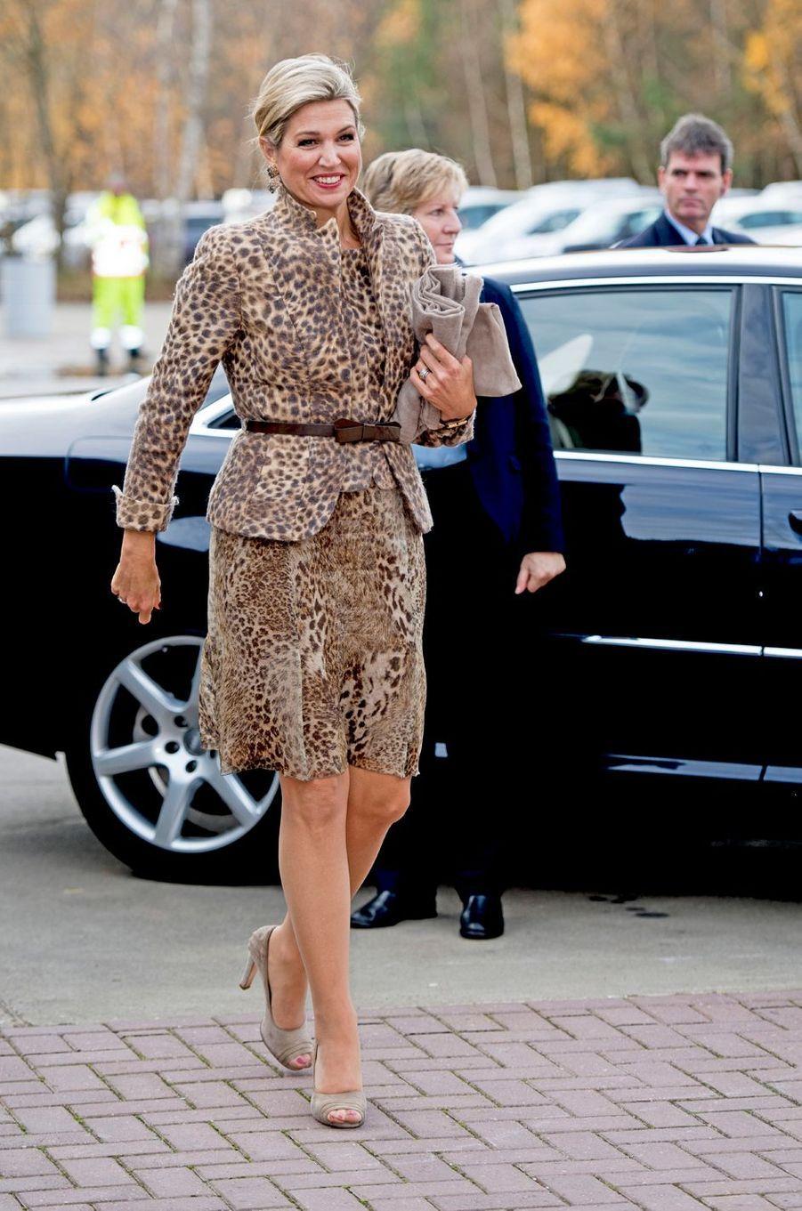 La reine Maxima des Pays-Bas en total look panthère à Enschede, le 22 novembre 2016