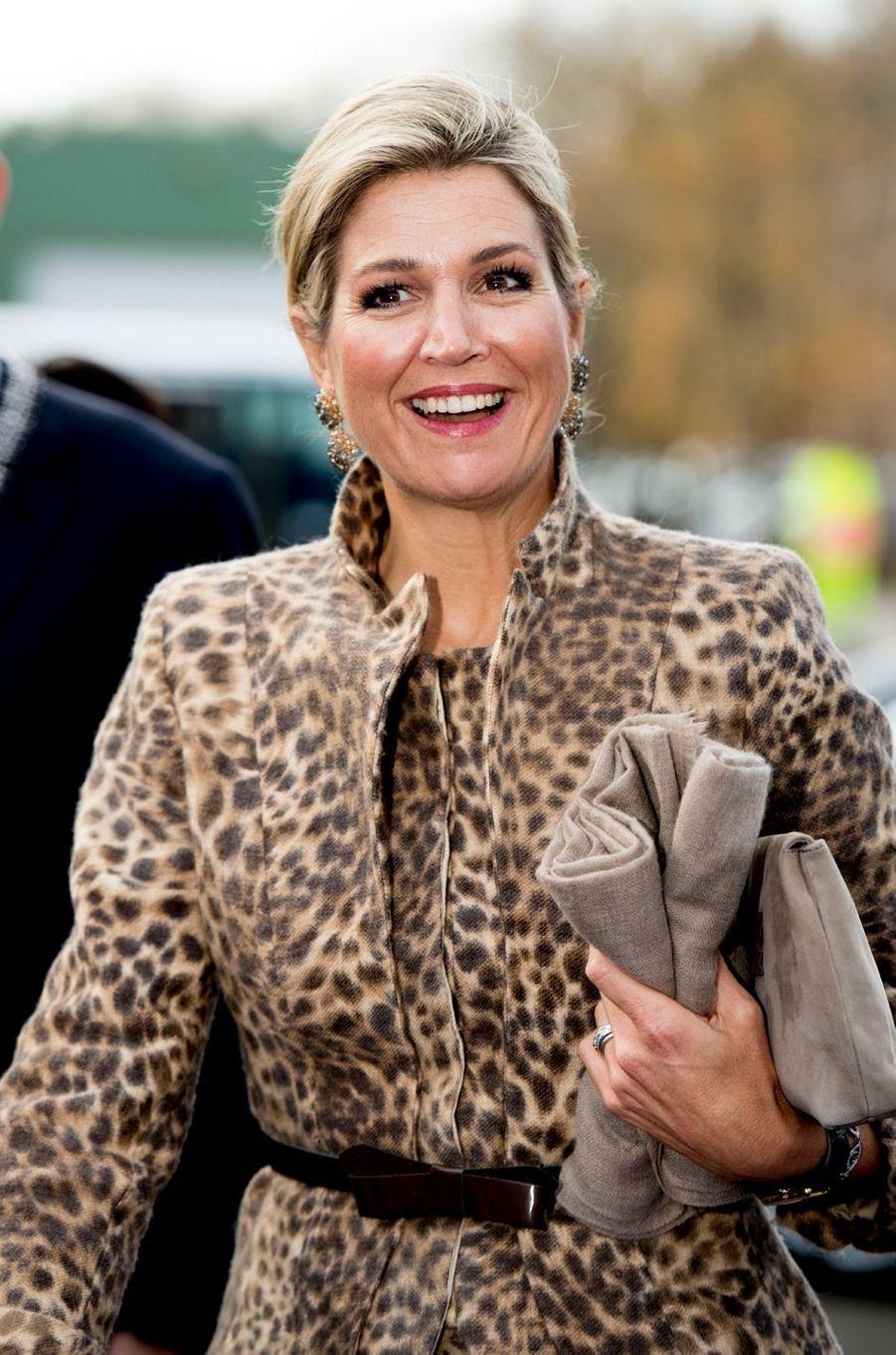 La reine Maxima des Pays-Bas très souriante à Enschede, le 22 novembre 2016