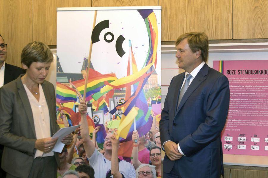 Le roi Willem-Alexander des Pays-Bas rencontre la communauté LGBT à Amsterdam, le 22 novembre 2016