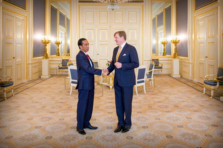 Le roi Willem-Alexander des Pays-Bas avec le président indonésien à La Haye, le 22 avril 2016