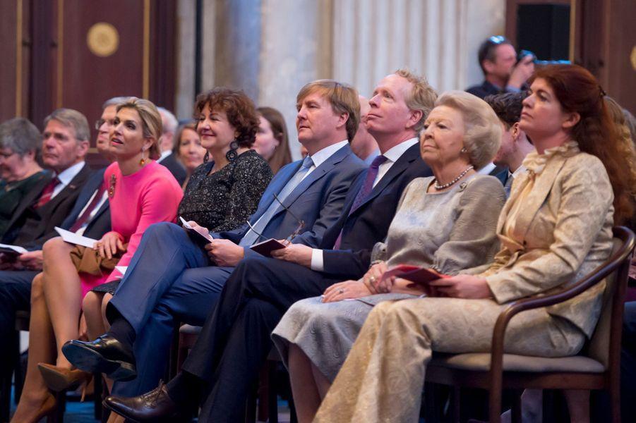 La reine Maxima, le roi Willem-Alexander et la princesse Beatrix des Pays-Bas à Amsterdam, le 28 novembre 2017