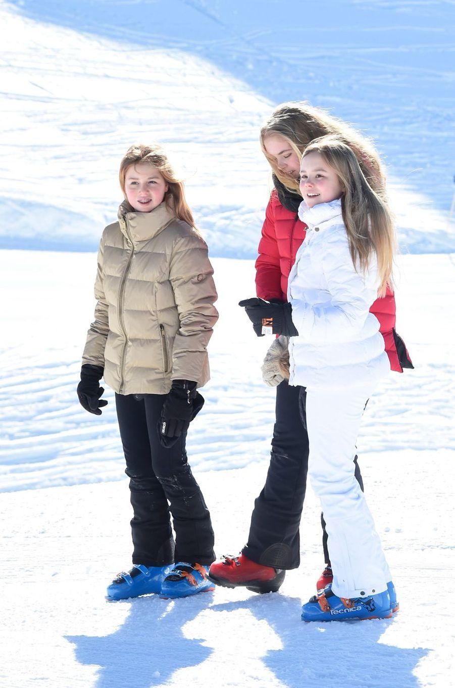 La reine Maxima des Pays-Bas avec les princesses Alexia et Ariane à Lech, le 26 février 2018