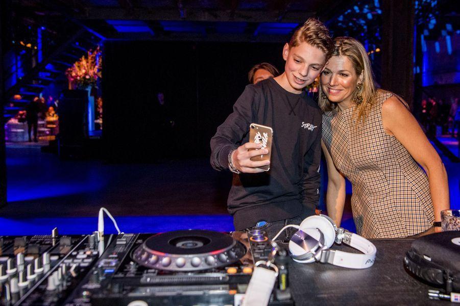 La reine Maxima des Pays-Bas avec Pieter Gabriel, à Halfweg le 28 mars 2018