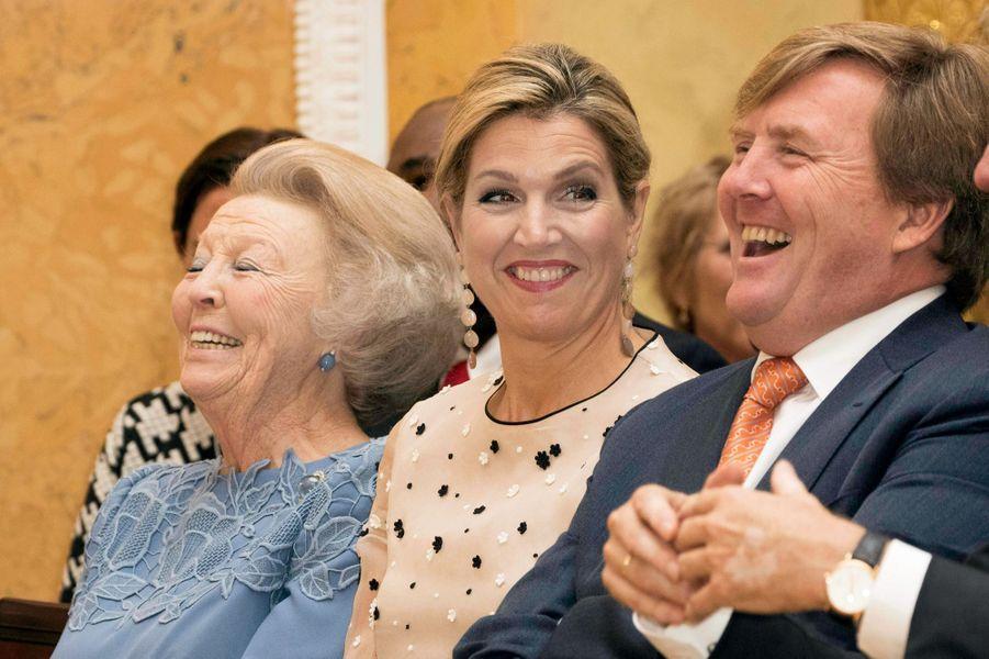 La princesse Beatrix, la reine Maxima et le roi Willem-Alexander des Pays-Bas à La Haye, le 18 mai 2017