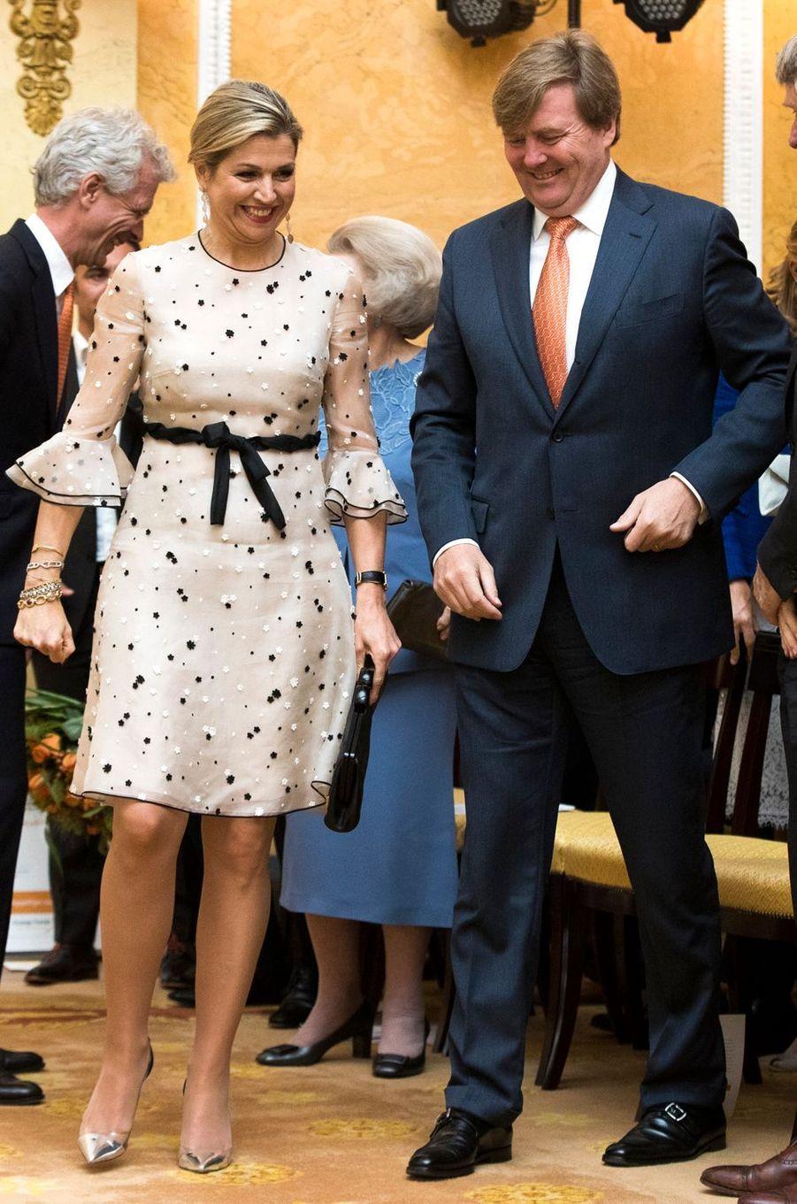 La reine Maxima, en Valentino, avec le roi Willem-Alexander des Pays-Bas à La Haye, le 18 mai 2017