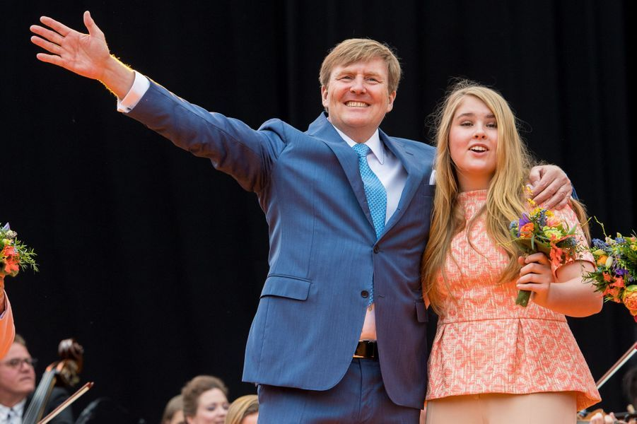 Le roi Willem-Alexander des Pays-Bas et la princesse Catharina-Amalia, à Groningen le 27 avril 2018