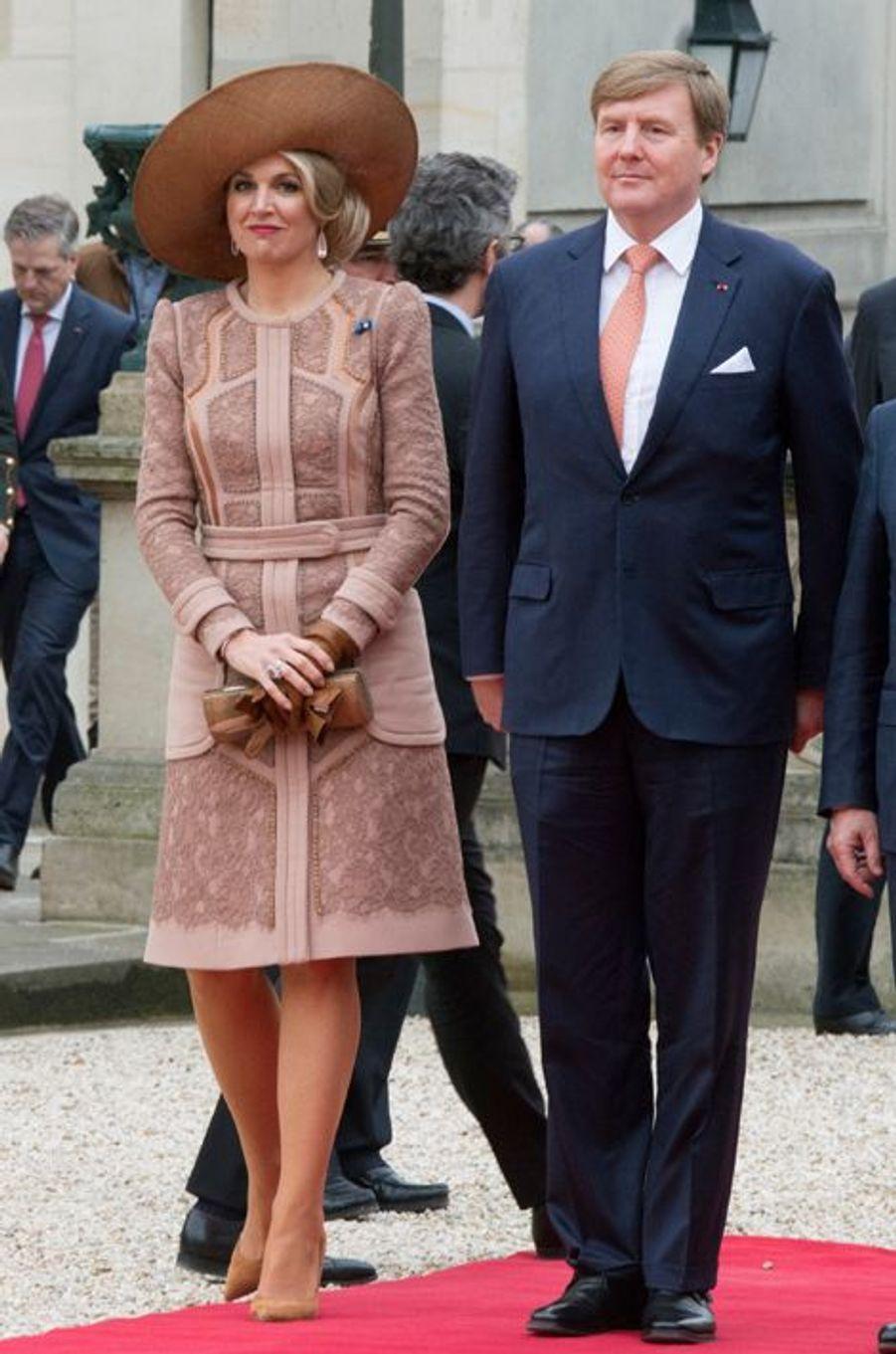 La reine Maxima des Pays-Bas, avec le roi Willem-Alexander, à Paris, le 10 mars 2016