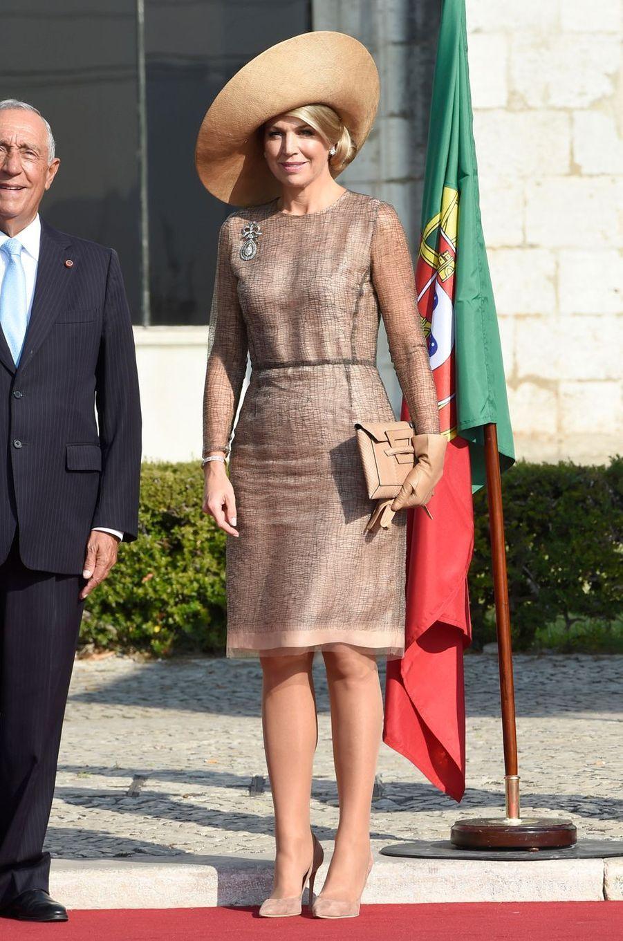 La reine Maxima des Pays-Bas dans une robe Natan à Lisbonne, le 10 octobre 2017