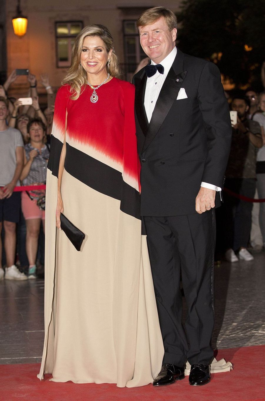 La reine Maxima des Pays-Bas dans une robe Jan Taminiau à Lisbonne, le 11 octobre 2017