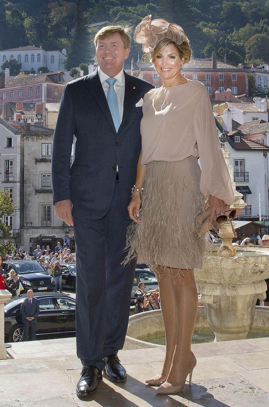 La reine Maxima des Pays-Bas dans un ensemble Natan à Sintra, le 11 octobre 2017