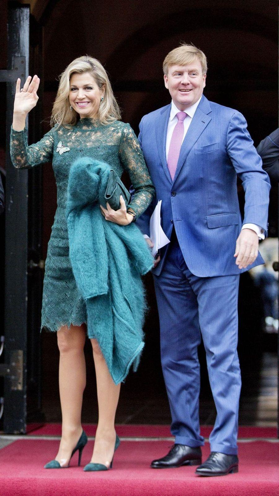 La reine Maxima et le roi Willem-Alexander des Pays-Bas à leur arrivée au Palais royal à Amsterdam, le 6 décembre 2017