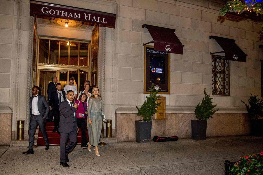 La reine Maxima des Pays-Bas sort du dîner des Goalkeepers Global Goals Awards à New-York, le 19 septembre 2017