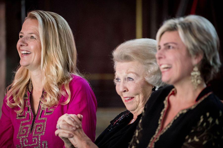 Les princesses Mabel, Beatrix et Laurentien des Pays-Bas à Amsterdam, le 15 décembre 2016