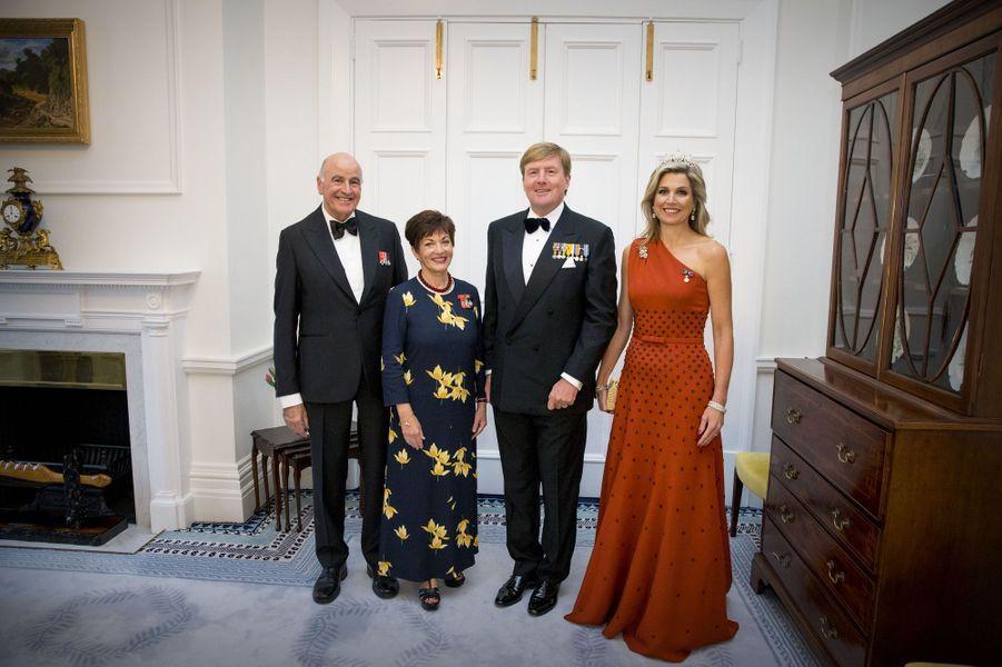 La reine Maxima et le roi Willem-Alexander des Pays-Bas avec la gouverneur général de Nouvelle-Zélande et son mari à Wellington, le 7 novembre 2016