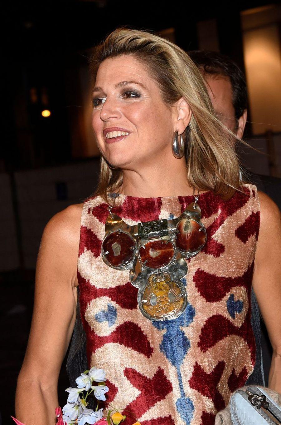 Détail du collier de la reine Maxima des Pays-Bas à Amsterdam, le 15 septembre 2017