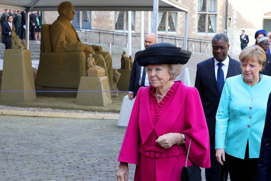 La princesse Beatrix des Pays-Bas avec Angela Merkel à Middelburg, le 21 avril 2016